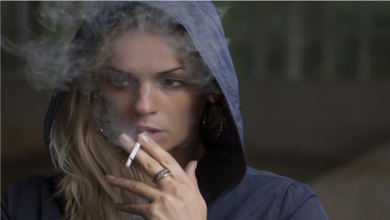 dym z papierosa