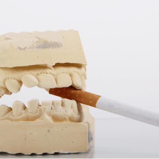 papierosy wpływają na stan uzębienia