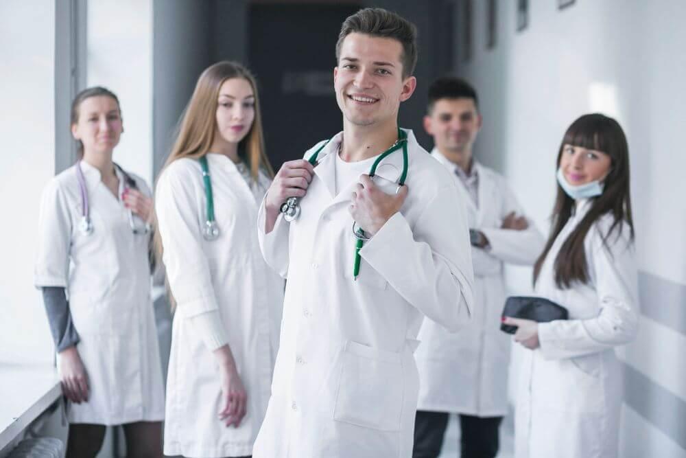 Lekarze mówią o paleniu e-papierosów