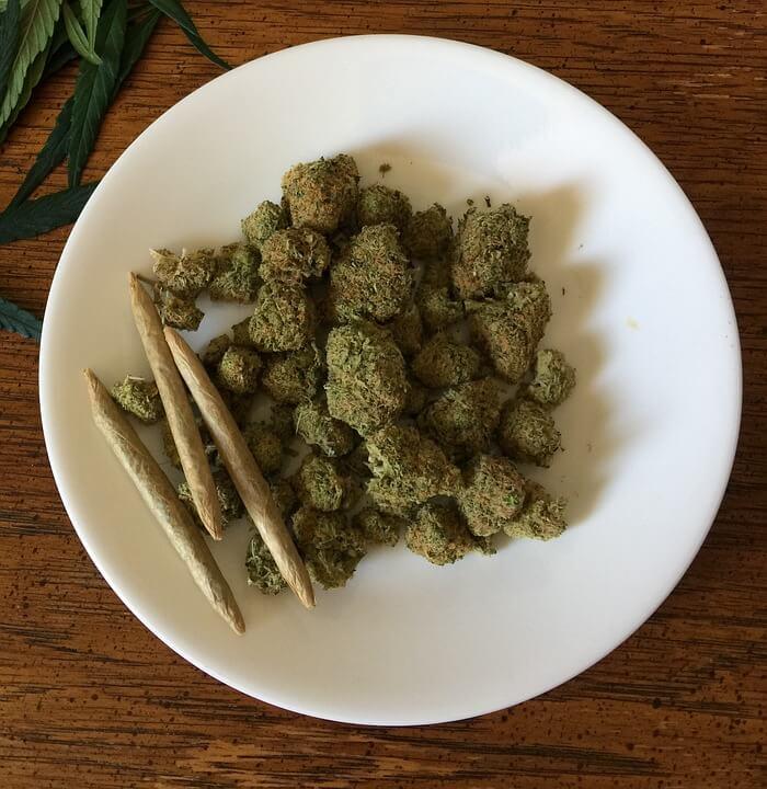 Jointy z marihuany, tytoń a zioło