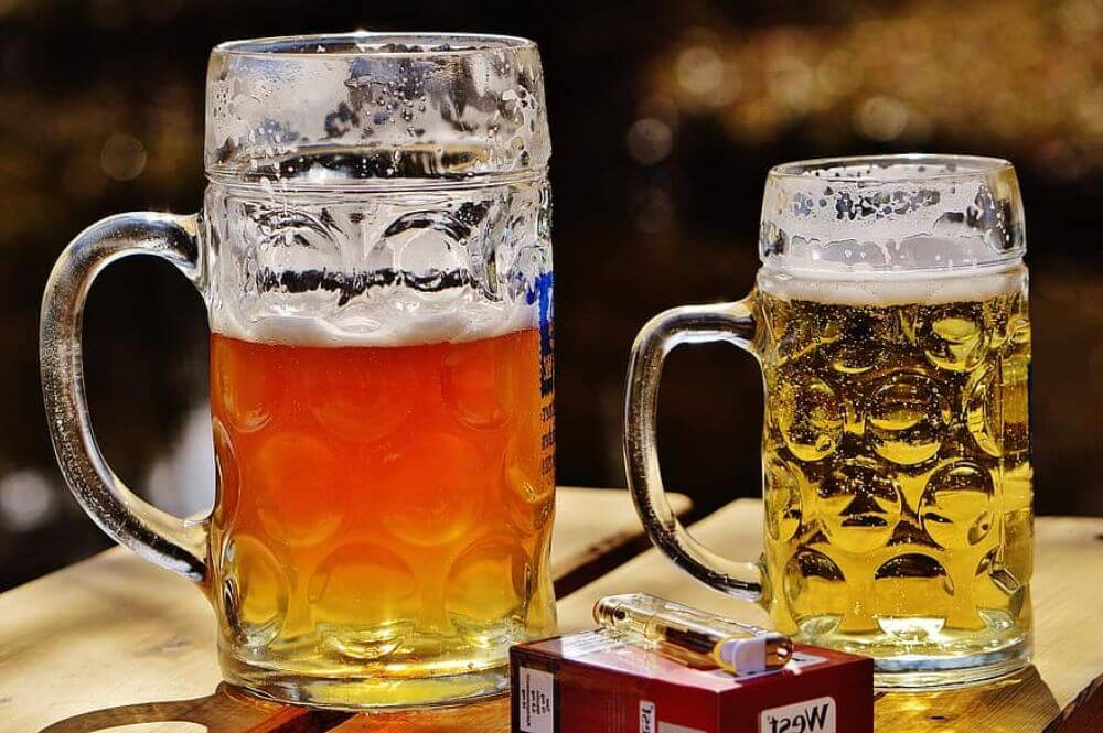 Piwo w połączeniu z papierosami, niezdrowe używki i szkodliwość picia